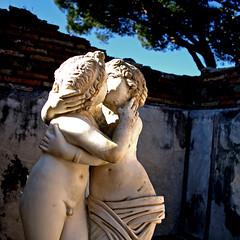 Omnia Vincit Amor (pom.angers) Tags: canoneos400ddigital february 2017 ostia ostiaantica lovers rome roma lazio italia italy europeanunion nude naked man woman kiss love ancientrome sculpture statue ☮ 200 100 5000