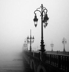 Pont de Pierre - Bordeaux (Jorge Jurado) Tags: tiniebla cold frio winter invierno urban ciudad francia burdeos puente niebla fog mist bordeaux viajar europa europe france bridge