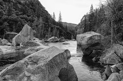 Merced River - BW (rschnaible (Not posting but enjoying your posts)) Tags: yosemite national park yosemiten 約塞米蒂國家公園(yosemite 约塞米蒂国家公园(yosemite sierranevada outdoor landscape mountains rugged merced river water bw black white photography monotone