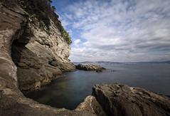 La costa Tufacea (LifeReporter) Tags: puntapennata tufo roccia vulcano mare acqua natura spiaggia sabbia legno alberi campiflegrei supervulcano