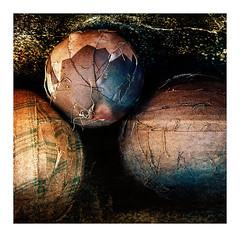 Antiquités (Marie Hacene) Tags: boule sport ancien brocante paris vitrine