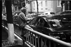 ամառ թէ աշուն 2013։ (նորայր չիլինգարեան) Tags: canoscan9000fmarkii kodakcft mamiyaze2 mamiyasekore50mm17 թբիլիսի ժապաւէն լուսանկարներ փողոց քաղաք