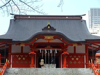 Praying at Hanazono-jinja