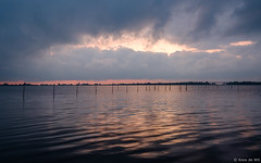 Sunset at Oosterzee (koos.dewit) Tags: nl 2017 friesland fujifilm fujifilmxt2 fujinonxf1024mm koosdewit thenetherlands bicycleholiday holiday koosdewitnl landscape sea seascape sunset oosterzee