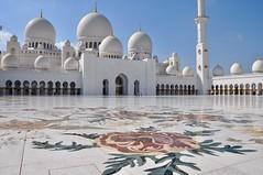 La Grande Mosquée Sheikh Zayed (Docaron) Tags: emirats emirates abudhabi aboudabi aboudhabi aboûdabî أبوظبي mosquée mosque architecture islam sheikhzayed dôme dome minaret cour courtyard marbre marble blanc white dominiquecaron islamicdesign uae szgm