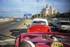 Calle 23 (Todron) Tags: lomo lomography lca lomolca ussr madeinussr minitar 32mm 32mmf28 minitar32mmf28 wide wideangle grandangolo 35mm filmcamera film fuji fujifilm fujichrome fujichromevelvia100f velvia velvia100 diapositiva slp1000se e6 transparency epson epsonv600 v600 habana havana lavana cuba caribbean royalcaribbean malecon taxi taxiride vintagecars