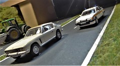 Police Chase. (ManOfYorkshire) Tags: bnc680m jensen interceptor interceptor3 rover sd1 3500 vitesse patrol police persuit car jamsandwich bypass dualcarriageway speed 999 bluelight 1973 oxforddiecast diecast scale models cars 176 oogauge diorama a152suw