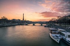 Sweet sunset in Paris (Sizun Eye) Tags: paris eiffeltower seineriver cityline city river boats sweet candy coucherdusoleil sunset sizuneye nikond750 tamron2470mmf28 leefilters longexposure poselongue