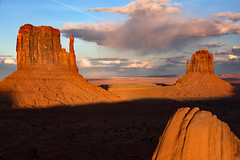 Twin Buttes (CDeahr23) Tags: monumentvalley olijatovalley az ariona sunset buttes sandstone arizonapassages