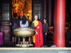 That look 👀 (-Faisal Aljunied - !!) Tags: eyecontact monk chinatown streetphotography em5 olympus faisalaljunied