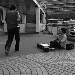 Shinjuku street music (humbletree) Tags: tokyo street music shinjuku ricoh grd3 busker