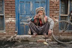 Street portrait (Sohail Karmani) Tags: pakistan punjab montgomery sahiwal southasia street streetphotography smoking bicycle bike brick cigarettes cigarettebreak beardedmen beard turban punjabi pakistani leicaq leica summilux 28mm portrait streetportrait ritratto