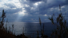 Rays on the sea (Steenjep) Tags: madeira portugal ferie holiday urlaub landscape landskab scene view sea hav light ray wave sky cloud himmel beach