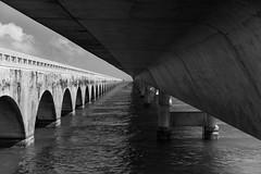 Seven Mile Bridge (Miami) (frank.gronau) Tags: sea water sevenmailen usa miami bridge brücke weis schwarz white black 7 alpha sony gronau frank