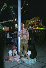 (ludwigvanborkum (photo diary)) Tags: oktoberfest wiesn analog leica 35mm film street photography kodak portra mrokkor 40mm m5 flash munich münchen germany