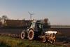 Polderwerk - ploegen - Elandweg - (3) 20171107 (Cees_1251) Tags: 415 4schaar elandweg fendt flevopolder landbouw ploeg polderwerk tms vario wentelploeg