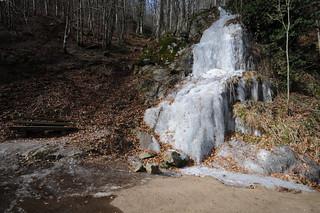 gefrorener Wasserfall im Odenwald