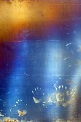 Et ainsi de suite (Gerard Hermand) Tags: 1708149314 gerardhermand france paris canon eos5dmarkii formatportrait ladéfense plaque sheet metal main hand trace track bleu blue orange reflet réflexion reflection abstrait abstract abstraction