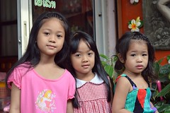 cute sisters (the foreign photographer - ฝรั่งถ่) Tags: three girls cute sisters khlong thanon portraits bangkhen bangkok thailand nikon d3200