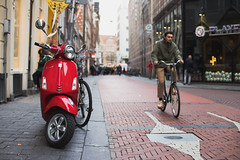 Vespa (Iván Lozano photography) Tags: amsterdam netherlands paises bajos europe canon portrait canals canales porsche bike bicycle