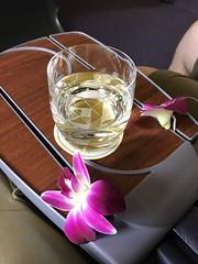 White wine (Khunpaul3) Tags: thai airways b777200er hstjt tg621 aircraft aeroplane airplane aviation boeing royal silk class avgeek white wine orchids
