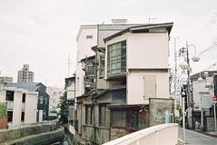 秋の別れと立会川 25 (Hisa Foto) Tags: alley film half olympus halfframe halfcamera olympuspen