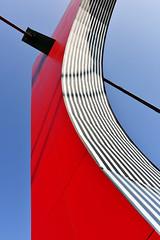 Une Oeuvre de Buren (fred9210) Tags: buren bilbao pont arche arcos rojos architecture art nikon bizkaia 28mm d810 rouge