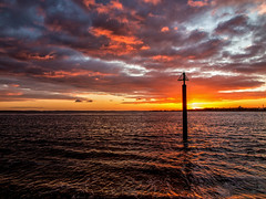Solent Sunset, Portsmouth (Fin Wright) Tags: ianwright 2017 blip finwrightphotographycouk portsmouth pompey sea ocean solent sun sunset orange harbour tide cloud water waves uk hampshire england g1x po g1xmkii canon ian fin finwright
