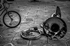 Music and bike (argentalico) Tags: blancoynegro biancoenero blackandwhite blackwhite