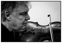 Didier Lockwood playing (Gonzo B.) Tags: lockwood musician violin session radio tsf bw jazz