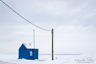 Petit-Matane, bâtiment bleu et poteau électrique