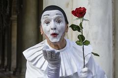 El beso. (Victoria.....a secas.) Tags: italia venecia carnaval retrato portrait