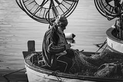 Al lavoro - At work (58lilu58) Tags: barca boat mare sea pescatore reti nets fisherman biancoenero blackandwhite bn bw lavoro work streetphoto
