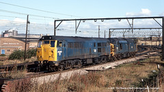 20/10/1981 - Broughton Lane, Sheffield, South Yorkshire. (53A Models) Tags: britishrail class31 31283 class37 37070 diesel broughtonlane sheffield southyorkshire train railway locomotive railroad