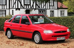 N925 AVW (Nivek.Old.Gold) Tags: 1995 ford escort 18 16v lx 5door perrys