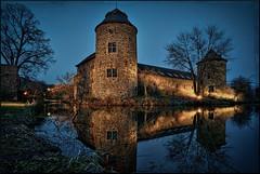 Haus zum Haus (Norbert Clausen) Tags: thebluehour bluehour blaue stunde castle burg schloss spiegelung mirror nacht night