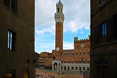 Torre del Mangia (*Sefora*) Tags: spiritofphotography torre siena piazzadelcampo italy italia toscana flickrdiamond viaggio sky sefora9530