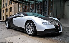 Bugatti Veyron (Jack de Gier) Tags: london uk england bugatti veyron 164 engine petrol exotic horsepower 1000hp kuwait arab knightsbridge belgravia mayfair harrods supercar hypercar racecar sportscar worldcar supercarsoflondon jackdegier nikon automotive white wet speed limited berkeley michelin