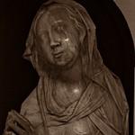 3 - Musée du Louvre - Vierge en prière, 17ème-18ème siècle, Marbre - Détail thumbnail