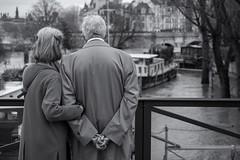 Remember (sdupimages) Tags: river laseine flooding couple rue parisiens paris bokeh mbt hmbt street bw nb noirblanc blackwhite