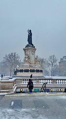 112 Paris en Février 2018 - sous la neige Place de la République (paspog) Tags: paris france placedelarépublique neige snow schnee février februar february 2018