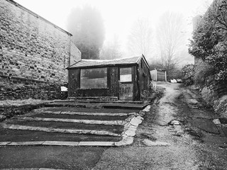 Butchers Hut, Mellor Rd, New Mills #newmills #derbyshire #highpeak #hut #tree #blackandwhite