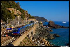 Trenitalia 464 706, Framura 31-07-2017 (Henk Zwoferink) Tags: anzosetta liguria italië it trenitalia middellandsezee zee middellandse adria henk zwoferink bombardier 464 706