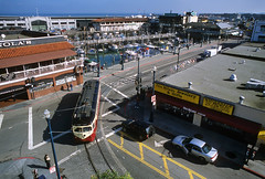 Curving through Fisherman's Wharf (Moffat Road) Tags: muni streetcar fline pcc pccstreetcar pcccar fisherman'swharf sanfrancisco california jeffersonstreet jonesstreet city sanfranciscobay 1007 philadelphiasuburbantransportationcompany redarrowlines historicstreetcars ca