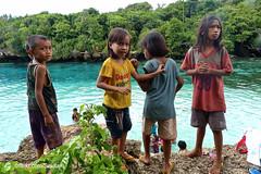 Kids at Danau Weekuri, Sumba Barat Daya (Sekitar) Tags: indonesia sumba barat daya ntt nusatenggaratimur kleinesundainseln lessersundaislands east kids lake danau weekuri pemandangan landscape earthasia