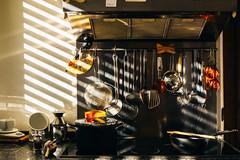 Qui preparo la pappa (mariateresa toledo) Tags: cucina pianodilavoro kitchen workplan pentole pots luce ombre shadows ladles sony sonynex7 distagontfe1435 carlzeiss mariateresatoledo dsc00469