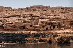 Tumbas anonimas (Perurena) Tags: tumbas tombs enterramientos piedra stone desierto desert arena sand eco calor cueva paisaje cileo sky rio river rionilo egipto