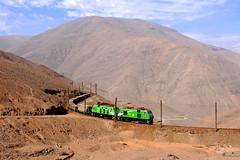CL - Tocopilla by Neel Bechtiger - Country: Chile Location: Tocopilla Train: SQM Train to Tocopilla  Die Eisenbahn nach Tocopilla hat sich um 2010 neue Loks bei einem Chilenischen Anbieter bestellt. So richtig in Fahrt kam die Baureihe nie und sie fuhren immer nur ergänzend zu den GE-Boxcabs aus den 1920er Jahren.  Seit 2016 hat sich die Sache leider sowieso erledigt. Ein aussergewöhnlich starkes El Niño Jahr hat die Eisenbahn im Norden Chiles komplett zerstört. An eine Wideraufnahme des Verkehrs denkt niemand mehr. Im Gegenteil, letzthin las man von Käufern für die noch vorhandenen Dieselloks.