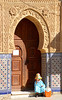 Woman Larache Morocco (ichauvel) Tags: femme woman viellefemme oldwoman assise sitting mosquée mosque porte door architetcure larache magreb morocco maroc afriquedunord northafrica afrique africa voyage travel exterieur outside rue street novembre november