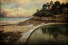 DINARD (pierre.arnoldi) Tags: france bretagne dinard phototexturée phototumblr pierrearnoldi photographequébécois photodevoyage photooriginale photocouleur on1photoraw2018 paysage mer plage